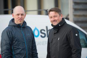 Fredrik Åkerlund, verksamhetschef för Swoosh Sanering (t.v.) och Mikael Gruffman, vd.